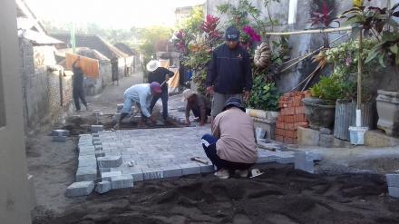 Bangun Infrastruktur Jalan Desa Dengan Pavingnisasi di Banjar dinas Kanginan
